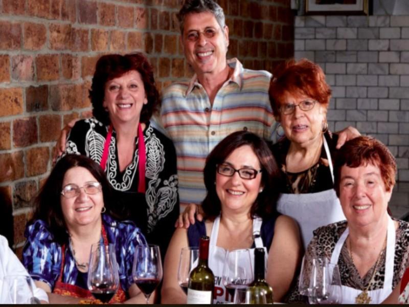Ιταλικό Εστιατόριο Προσλαμβάνει Γιαγιάδες για Σεφ